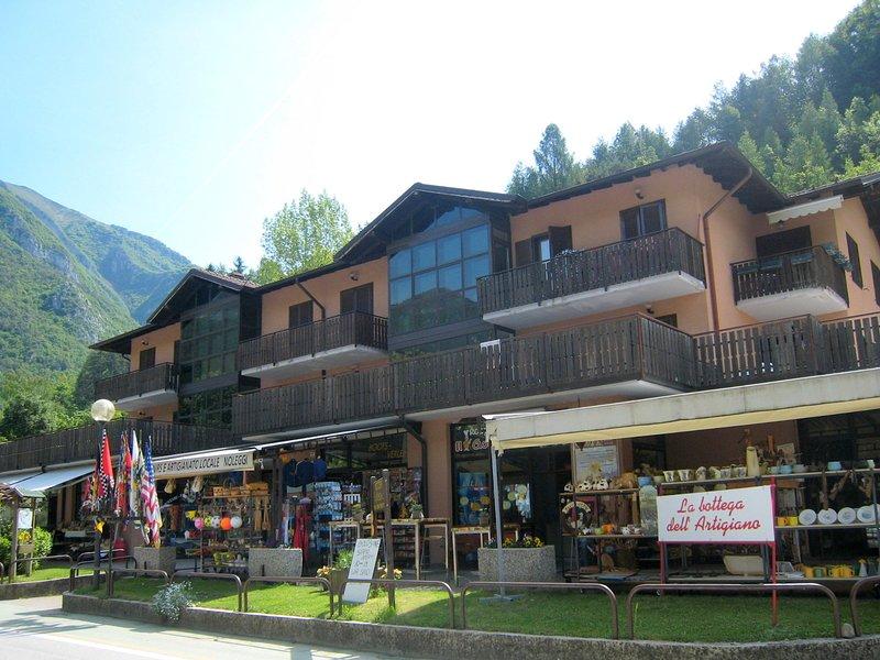 In the centre of Molina di Ledro, location de vacances à Pur