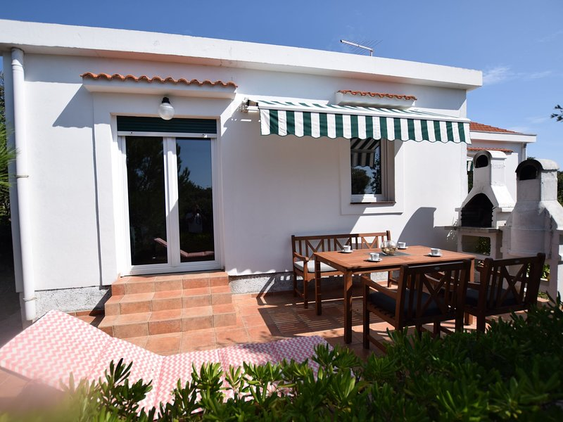 Not detached home with a private terrace in a quiet area,350 m from the sea, vacation rental in Mandre