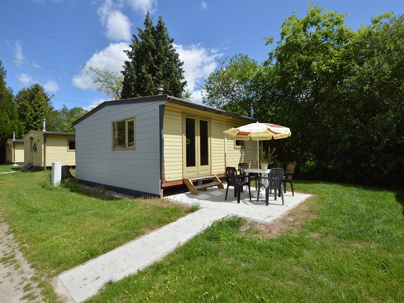 Spacious Holiday Home in Hechtel-Eksel with Pool, vacation rental in Lommel