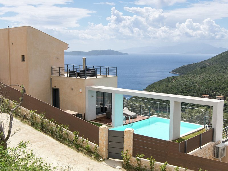 Modern Villa with Private Pool in Sivota, holiday rental in Mikros Gialos