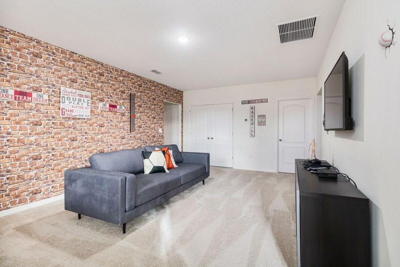 Flooring,Floor,Furniture,Couch,Indoors