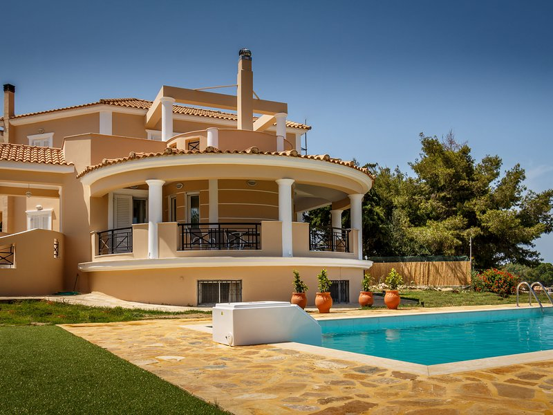 Grand villa on top of a hill with endless bay views, private pool, south coast, holiday rental in Kalpaki