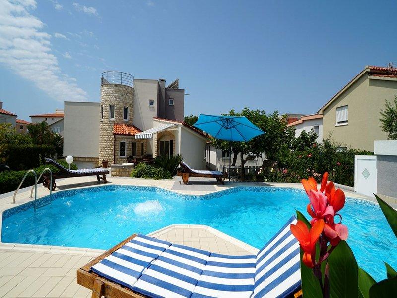 Luxurious Villa in Vir with Pool, holiday rental in Privlaka