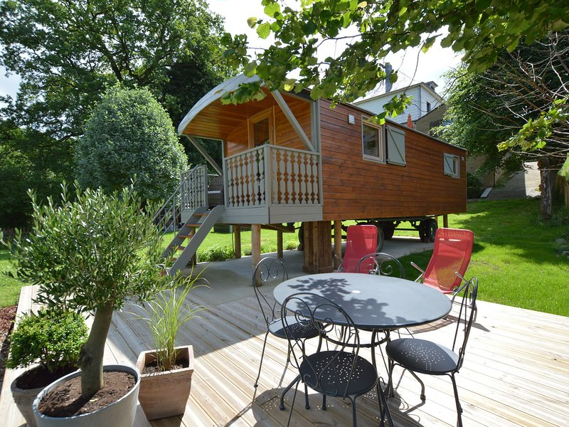 Trendy gypsy caravan with all you need in terms of comfort, right in the Ardens, holiday rental in Ligneuville