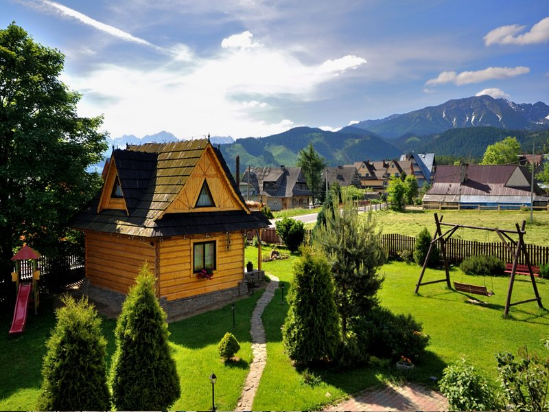 A fabulous cottage with a view of the Tatra Mountains. Sauna, jacuzzi, 50 m SKI, vacation rental in Lapsze Nizne