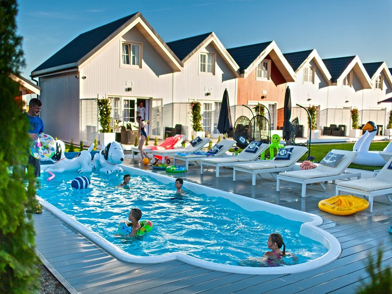 Sunny cottages in Mielno. Large area, swimming pool, playground, animations, holiday rental in Koszalin