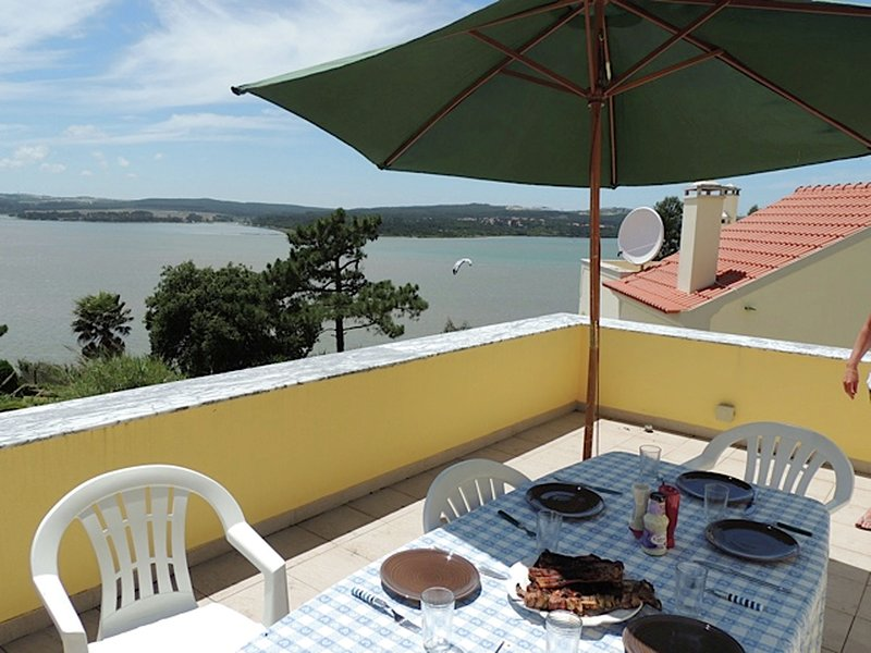 Comfortable villa with pool, close to the Óbidos lagoon and a beautiful beach, holiday rental in Caldas da Rainha