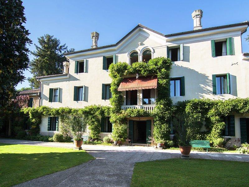 Monumental Mansion in Crespignaga with Swimming Pool, Ferienwohnung in Vedelago