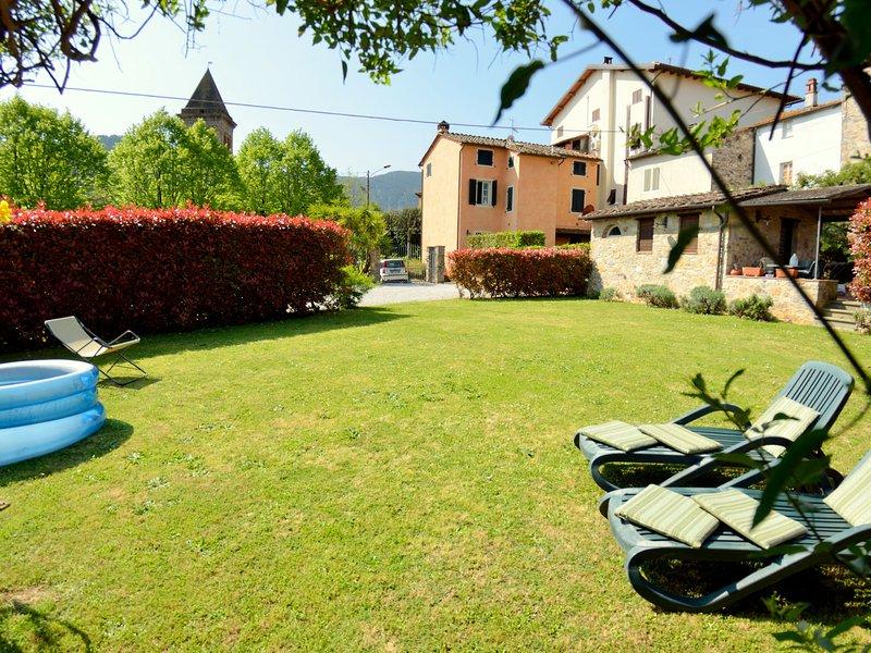 Bright Holiday Home in Pescaglia with Gazebo, vacation rental in Colle di Compito