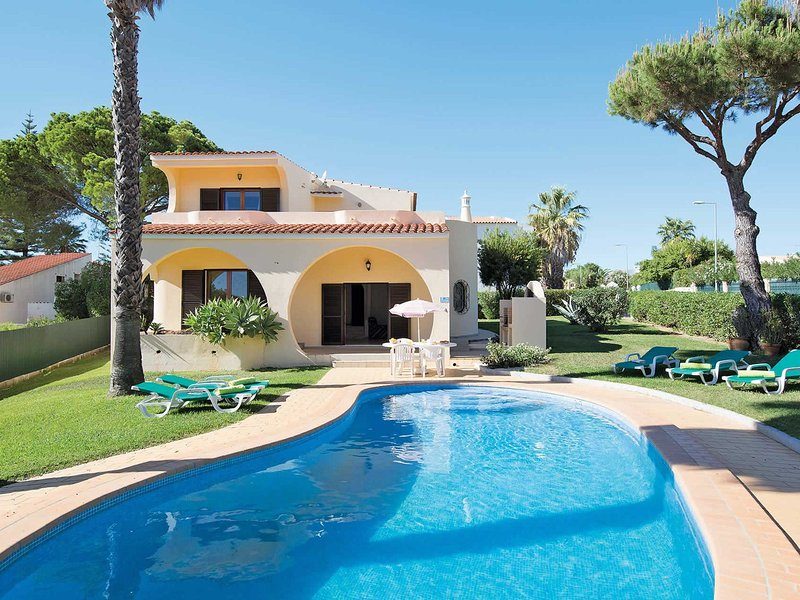 Located in an exclusive residential area, close to golf courses, vacation rental in Vilamoura
