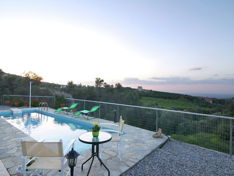 Peaceful Holiday Home in Agia Triada with Swimming Pool, holiday rental in Mesi