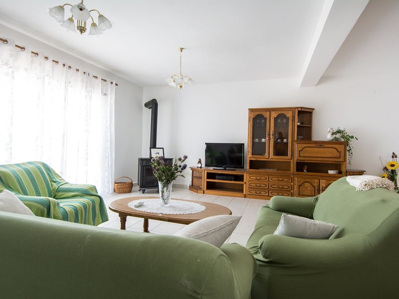Modern Apartment in Seget Donji with View of the Sea, aluguéis de temporada em Gornji Seget