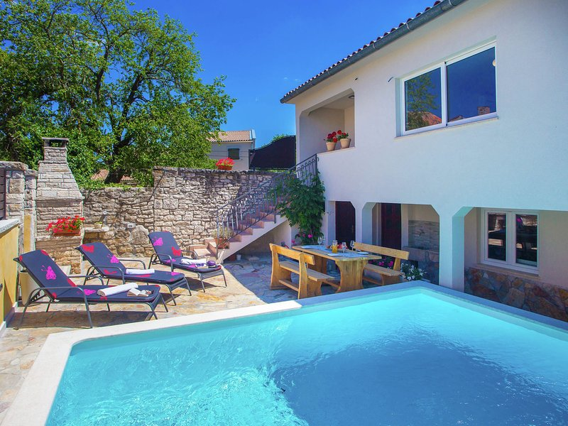 Lovely Holiday Home in Kanfanar with Swimming Pool, location de vacances à Brajkovici