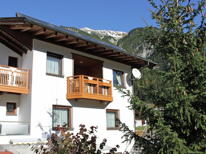 Mod Apartment in Pettneu am Arlberg Tyrol near Ski Area, Ferienwohnung in Pettneu am Arlberg