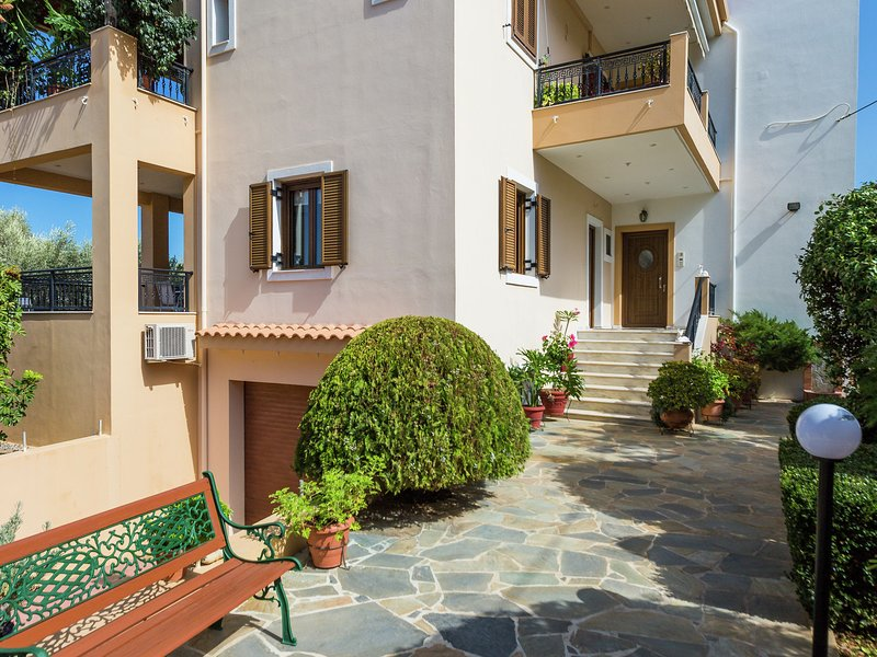 New small (3) apartmentcomplex in village of Prinès near Rethymnon, NW coast, vacation rental in Gonia