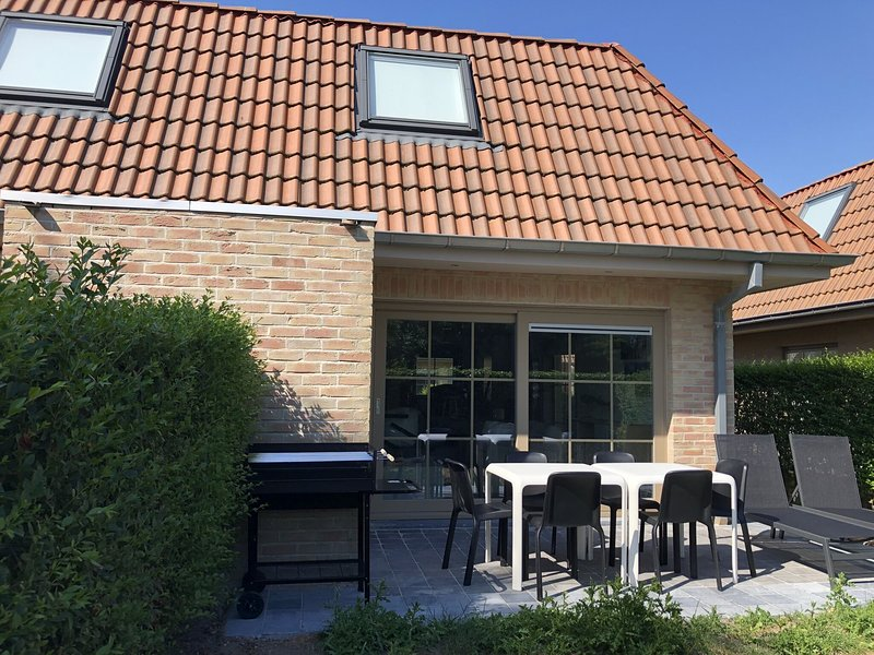 Cosy holiday home in a quiet location and not far from Plopsaland amusement park, aluguéis de temporada em Veurne