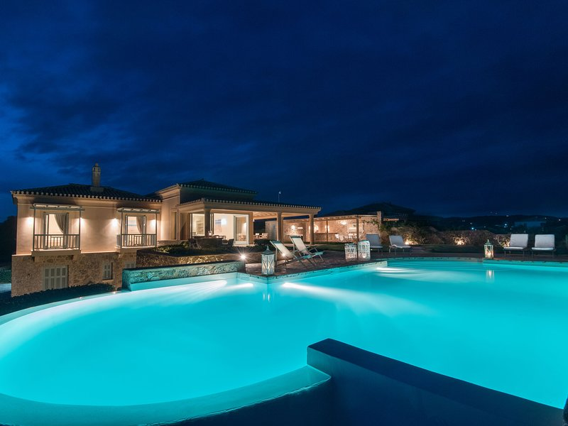 Luxurious villa in Peloponnese with Pool, holiday rental in Aghios Emilianos