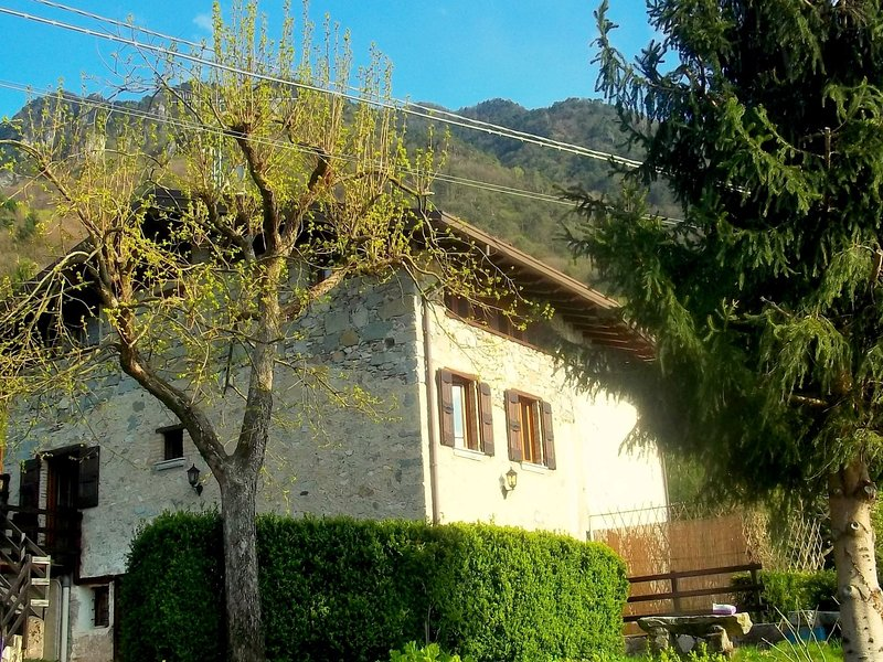 Vacation property located on the lake., holiday rental in Idro