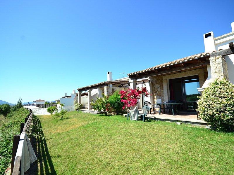 Villa with a panoramic swimming pool, 2 km from Alghero, holiday rental in Villanova Monteleone