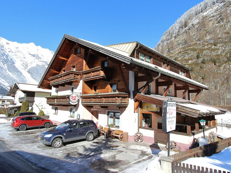 Spacious Holiday Home in Tyrol near Ski Area, holiday rental in Plangeross