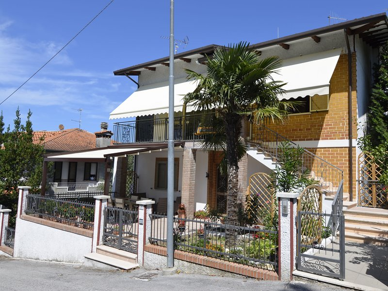 House with terrace in typical Italian village in the hills, at 15km from the sea, vacation rental in Tavullia
