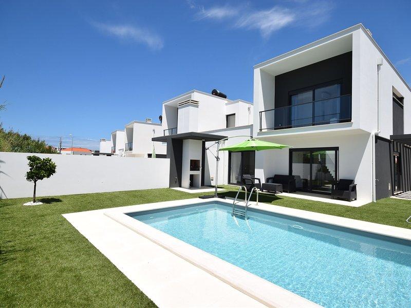 Modern house with private pool near the charming São Martinho, holiday rental in Salir do Porto