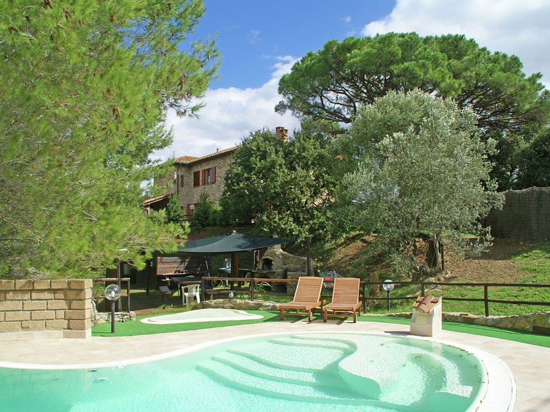 House with private pool, pizza oven, BBQ, ping pong, jacuzzi, just call it!, aluguéis de temporada em Suvereto