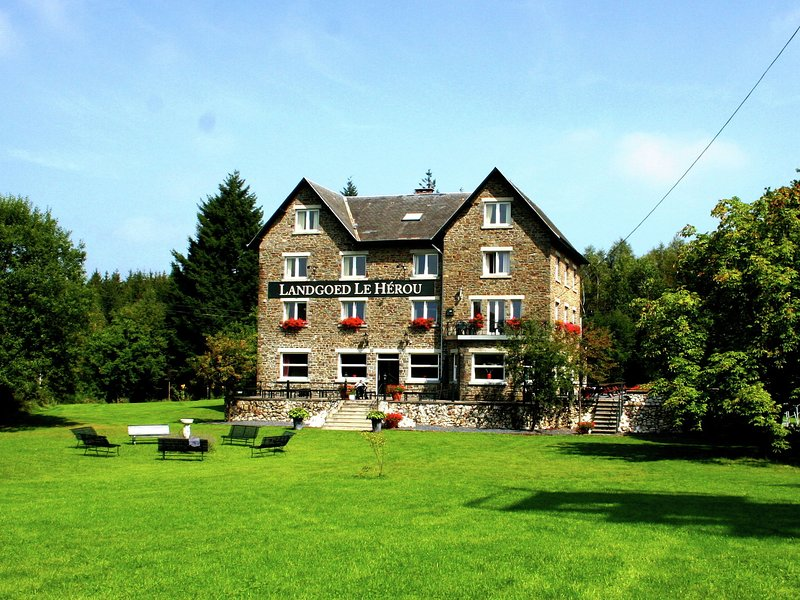 Beautiful country house on a private estate, holiday rental in Bertogne