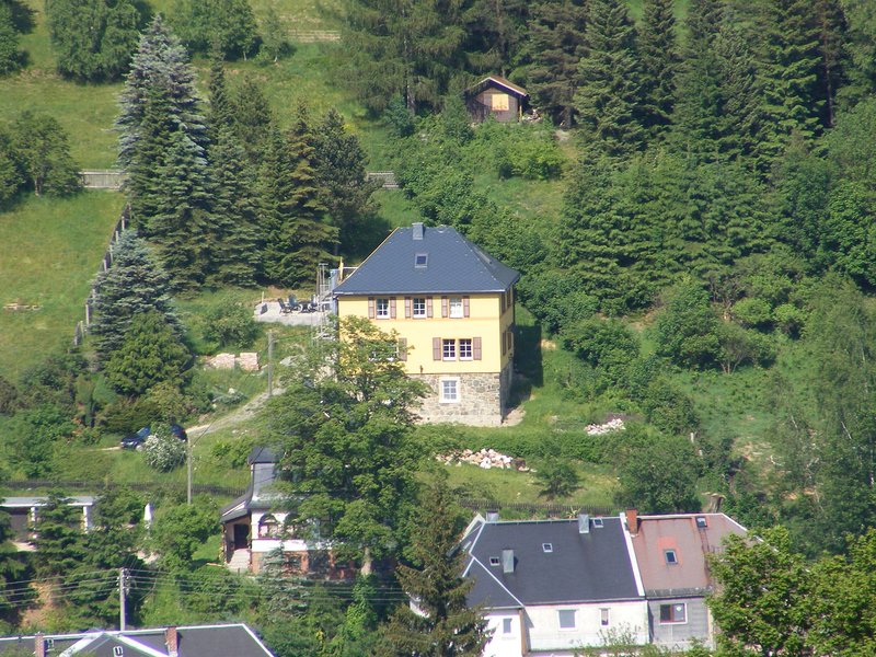 Countryside holiday home in Klingenthal Saxony with terrace, holiday rental in Erlbach