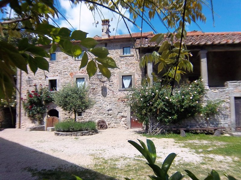 Secluded Holiday Home in San Godenzo with Swimming Pool, location de vacances à San Godenzo