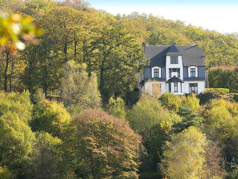 Quaint Holiday Home with Jacuzzi in Bouillon Ardennes, location de vacances à Bouillon