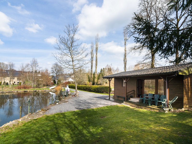 Chalet with rowboat available to a pond on private property, for nature lovers, holiday rental in Luxembourg