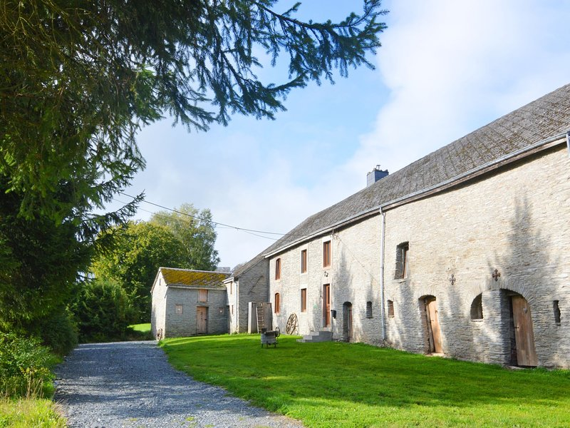 Peaceful Holiday home with Garden in Fauvillers Belgium, vacation rental in Bigonville