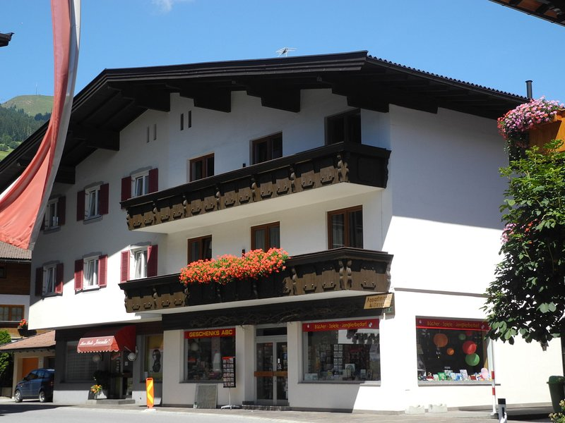 Spacious Apartment Westendorf with ski-lift nearby, holiday rental in Westendorf