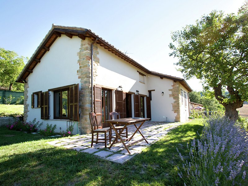 Villa near the San Ruffino lake and the Sibillini Mountains, holiday rental in Montefortino