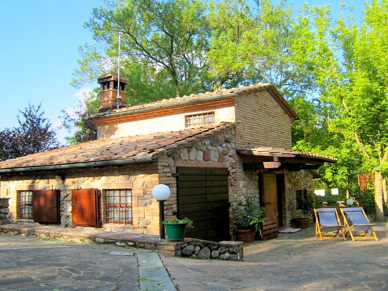 Cosy Cottage in Chiusdino with Garden, holiday rental in Chiusdino