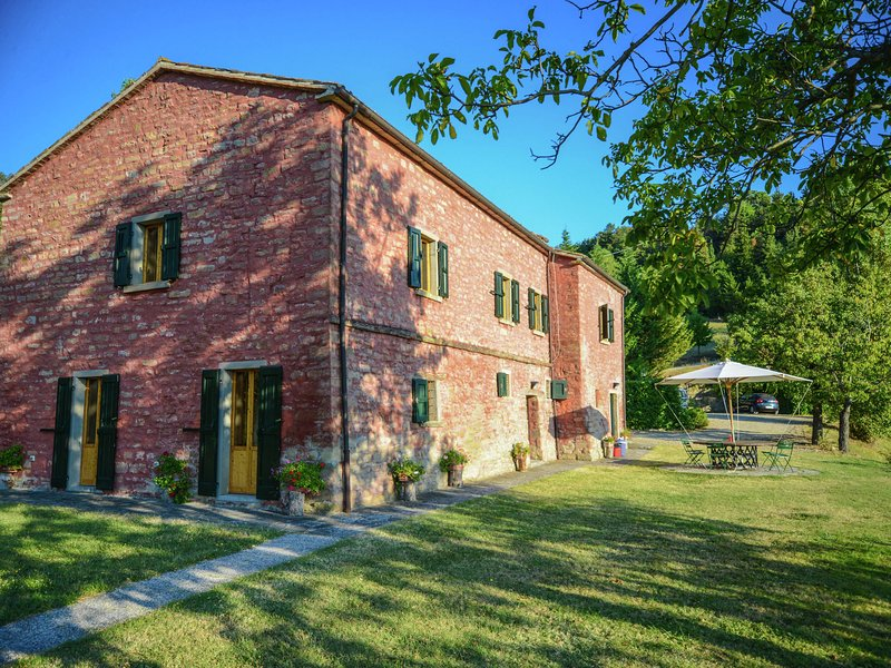 Luxurious Villa in Tredozio Tuscany with Panoramic Views, holiday rental in Popolano