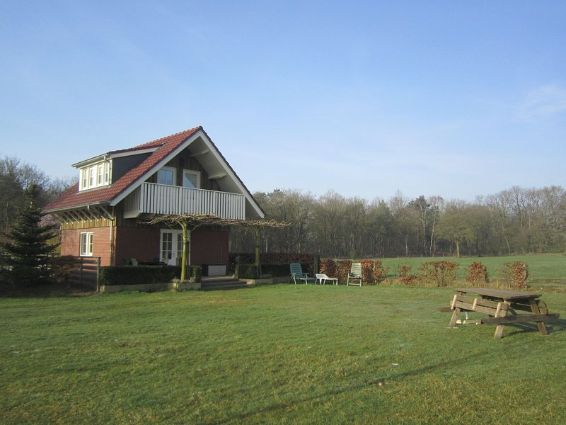 Lovely Cottage near Lake in Well, holiday rental in Broekhuizen