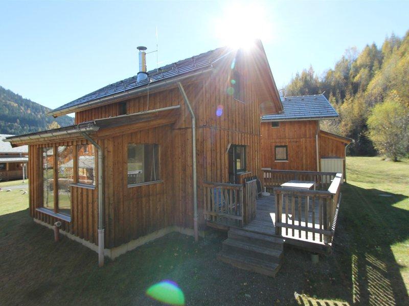 Cozy Wooden Chalet in Stadl an der Mur near Ski Bus Stop, holiday rental in Ramingstein