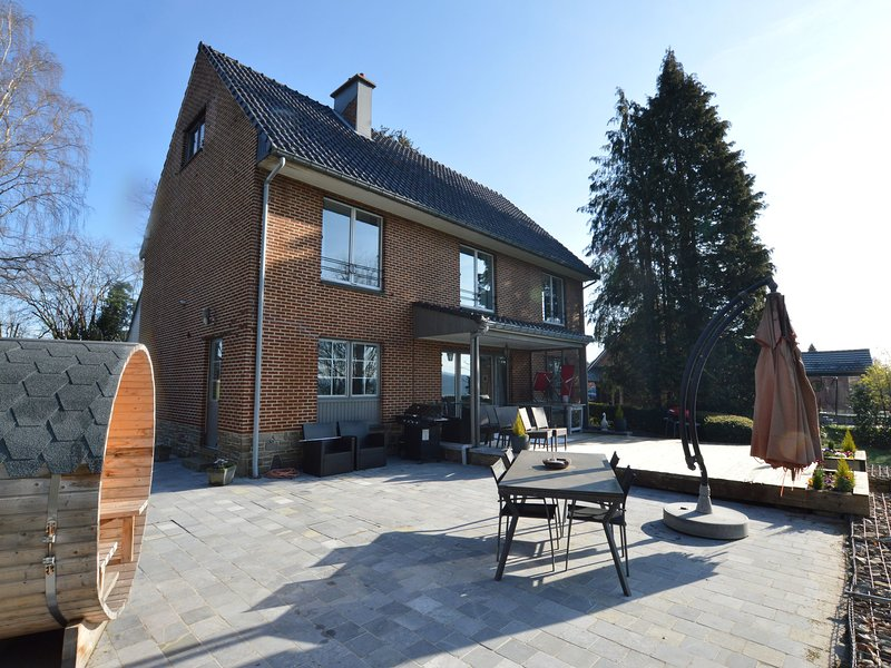 Chic Holiday Home in Polleur With Sauna, vacation rental in Limbourg