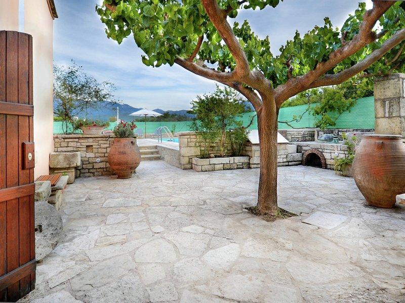 Authentic stone build villa, renovated, private pool, Kalamitsi, Georgioupolis, holiday rental in Champatha