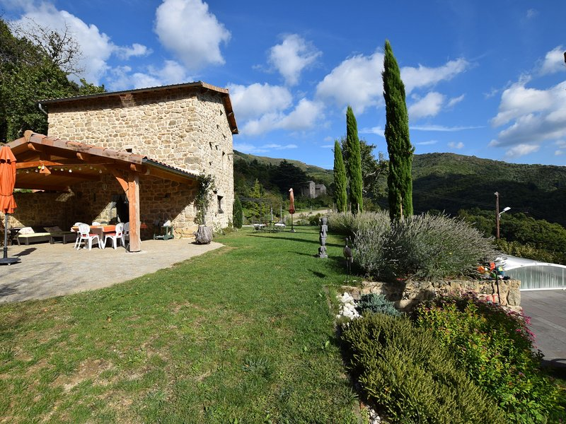 Stunning, detached holiday home with heatable pool, holiday rental in Burzet