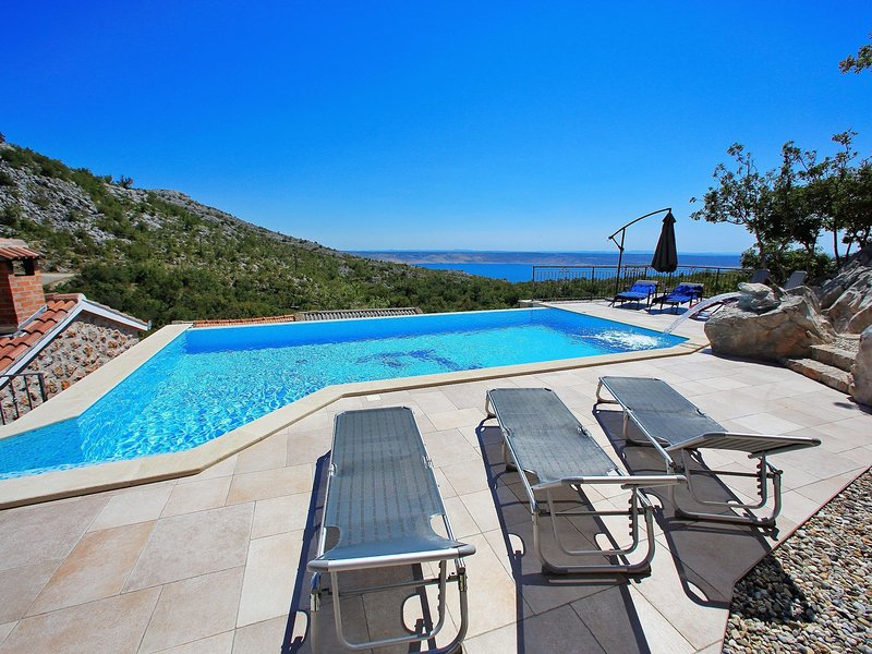 Beautiful Holiday Home with Private Pool in Starigrad, vacation rental in Starigrad-Paklenica