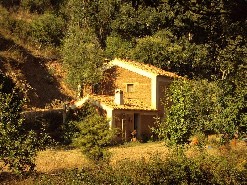 Quiet and cottage in the estate Casas da Cerca, near Troviscais, vacation rental in Sao Luis