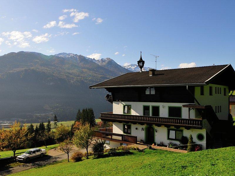Lush Apartment in Mühlbach with Garden, location de vacances à Hollersbach im Pinzgau