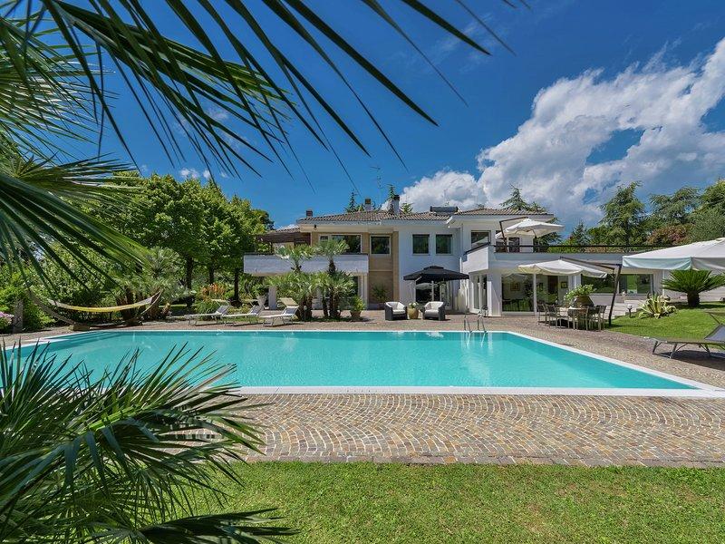 Luxurious Villa in Marche with private garden and terrace, location de vacances à Apecchio