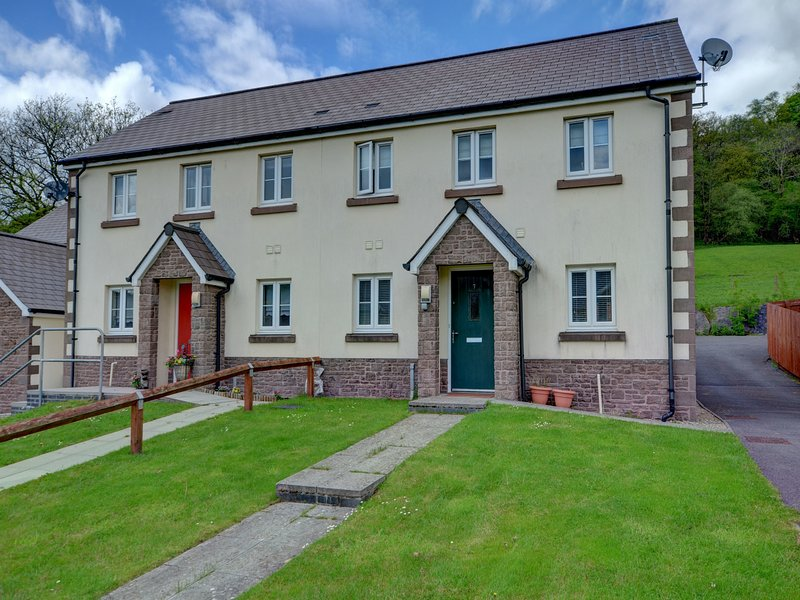Tranquil holiday home in Swansea near Mountains, holiday rental in Cwm-twrch Uchaf