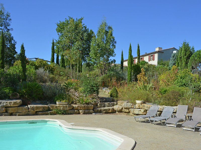Luxury villa with private heated pool in beautiful nature, near Carcassonne, location de vacances à Montclar