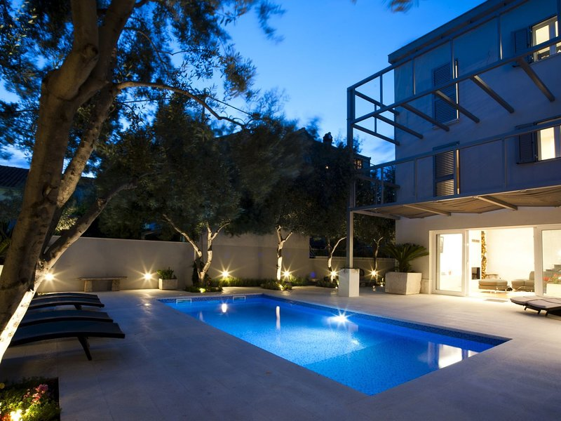 A Dramatic Apartment with Private Pool in Split, holiday rental in Split