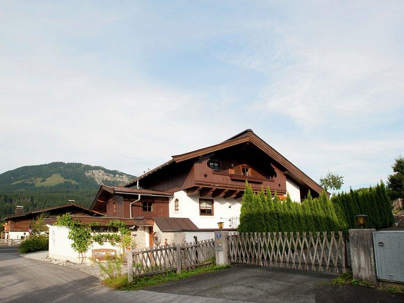 Cozy Apartment in St Johann in Tirol near Ski Slopes – semesterbostad i St. Ulrich am Pillersee